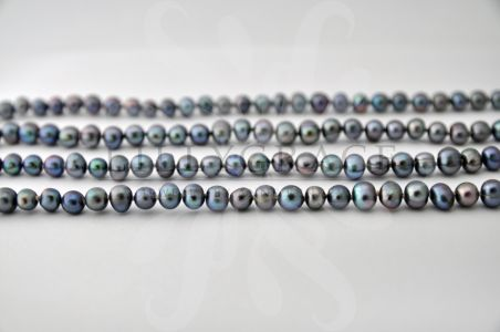 Black / blue fresh water pearl string